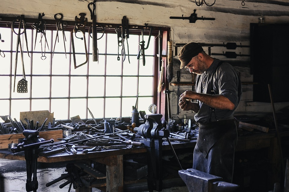 Una de las formas de realizar el mantenimiento de las herramientas adecuado es almacenándolas correctamente para evitar que se puedan dañar.