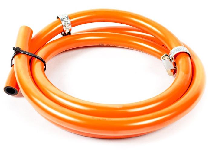 Se debe tener en cuenta que la manguera, goma o tubo flexible tiene una fecha de caducidad y se encuentra en buenas condiciones antes de instalarla a la bombona de gas y al paellero.