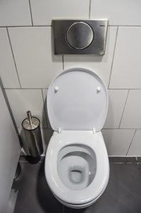 C mo eliminar manchas de agua dura y cal en el ba o - Eliminar cal agua ...