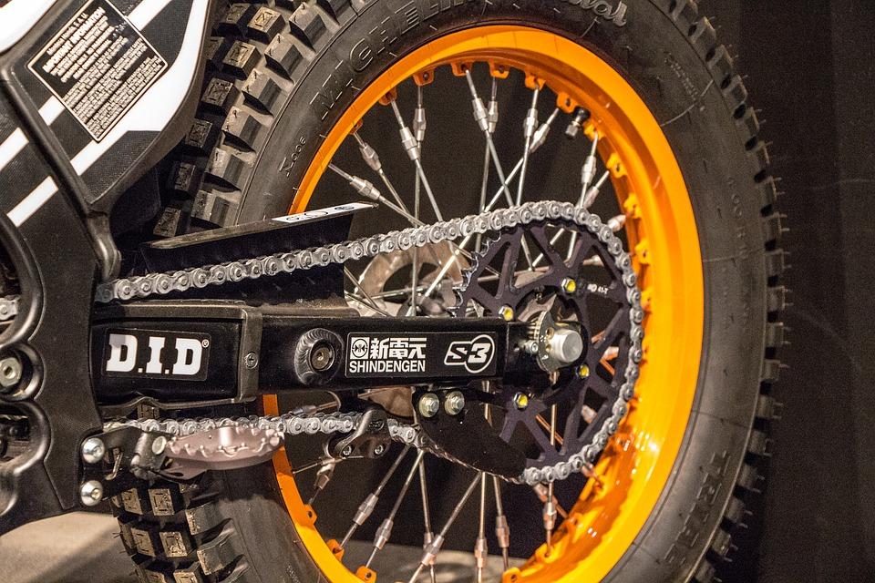 ¿Cómo lubricar la cadena de una moto?