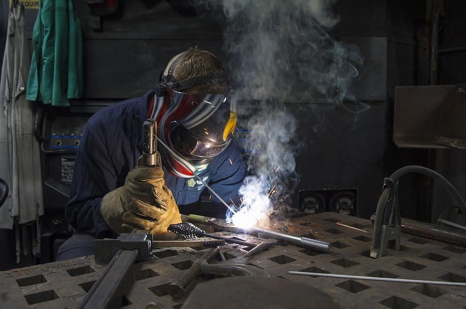 En este post de blog veremos qué es la soldadura y cuáles son los principales tipos de soldadura utilizados comúnmente en la industria y hasta a nivel de hogar