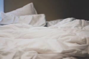 los calientacamas son mantas a las cuales se les ha adaptado un sistema eléctrico capaz de brindar calor para mantener la cama caliente, ya que esta puede parecer confortable y cálida, en invierno ésta puede permanecer muy fría.