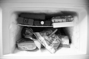 cómo conservar los alimentos por congelamiento es uno de los métodos más comunes y efectivos dado que frenan la actividad de las bacterias y otros elementos que ayudan a la degradación de los alimentos, por completo
