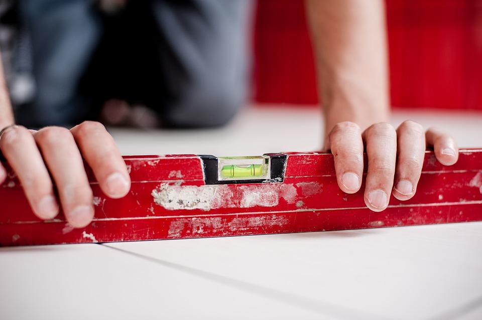 Los niveles de burbuja son herramientas de nivelación para la construcción con precisión. El nivel de burbuja se usa para mantener superficies niveladas