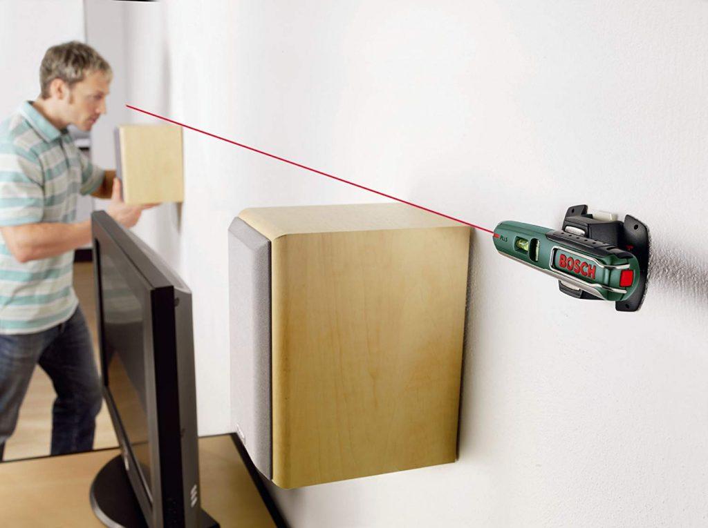 Entre las características más destacadas del nivel laser BOSCH PLL 5 se puede mencionar el soporte para pared o soporte mural flexible.